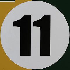 le chiffre 11 encadre par un rond blanc