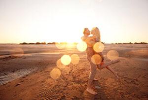 couple dansant au soleil