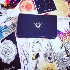 Cartes de voyance et outils esoteriques