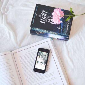 telephone sur un livre