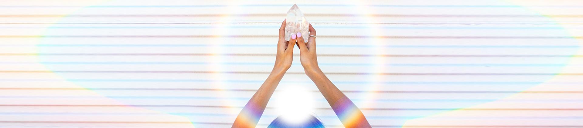 cristal dans les mains